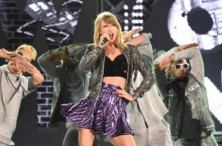 TOKYO, JAPAN - MAY 05: Taylor Swift performs during The 1989 World Tour at Tokyo Dome on May 5, 2015 in Tokyo, Japan. (Photo by Jun Sato/Getty Images for TS)
